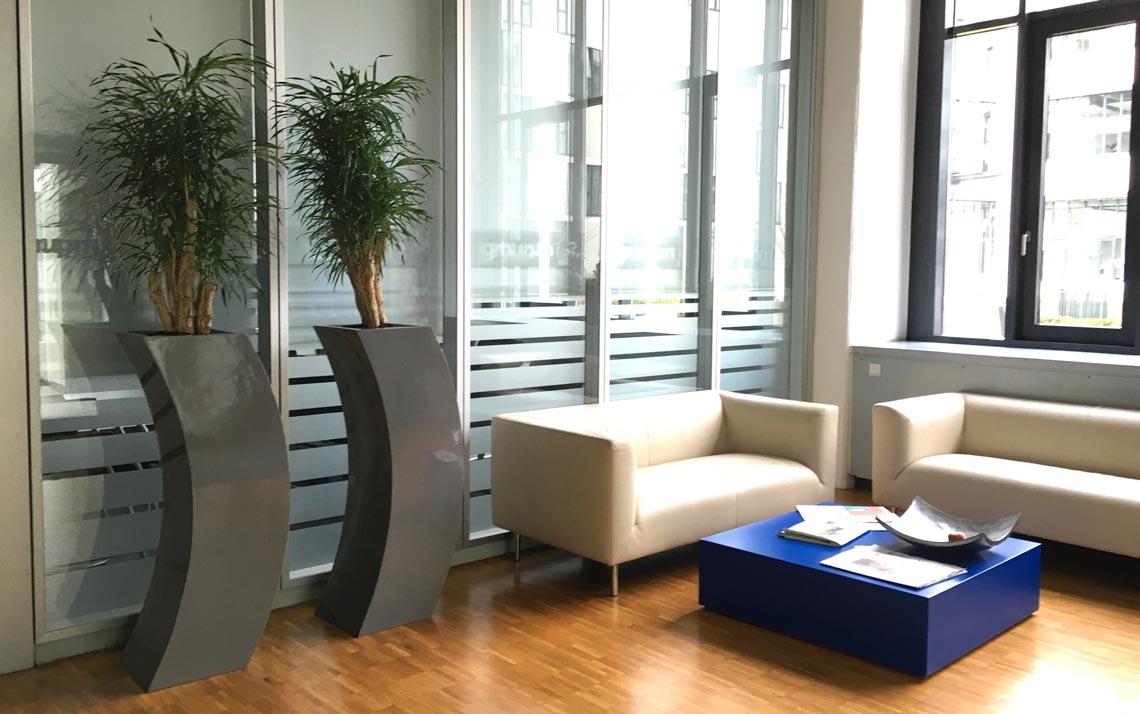 Pflanzsäulen im Sitzbereich, Empfang, akzente raumbegruenung