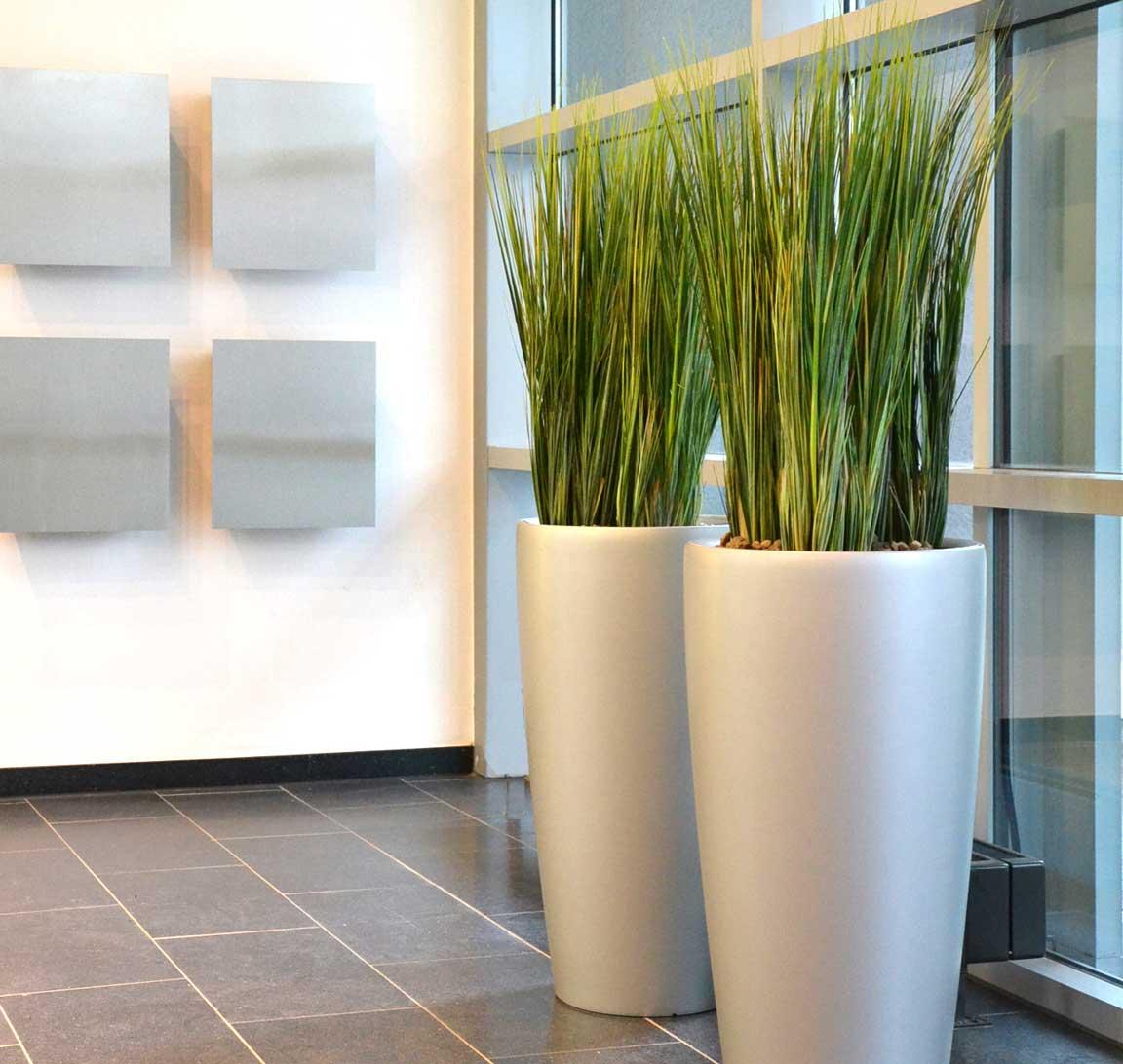 Gräser als Kunstpflanzen für eine moderne Innenraumbegrünung