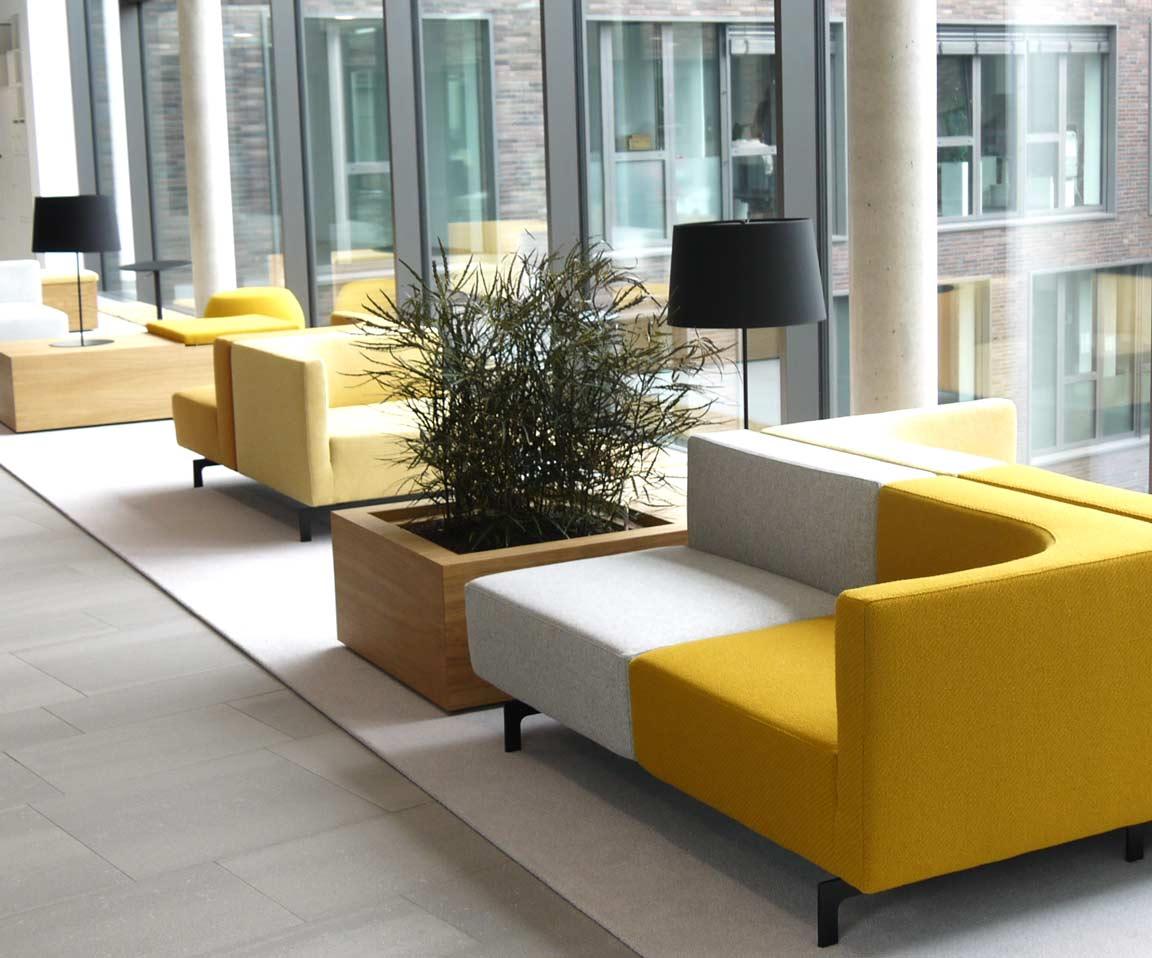 Gestaltung von Aufenthaltsbereichen mit bepflanzten Möbeln