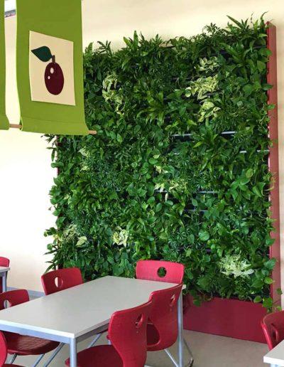 Gruenewand Cafeteria Mensa Akzente Raumbegruenung
